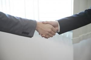 ご契約成立の握手